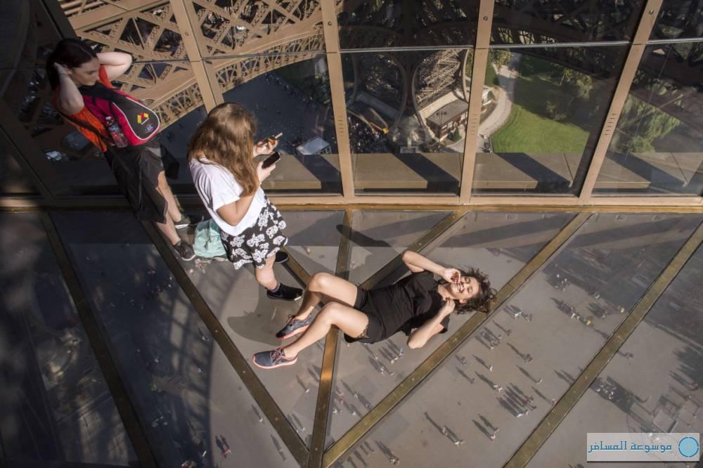 أرضية زجاج الطابق الأول برج إيفل 7