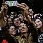 الرئيس الإندونيسي يلتقط سيلفي