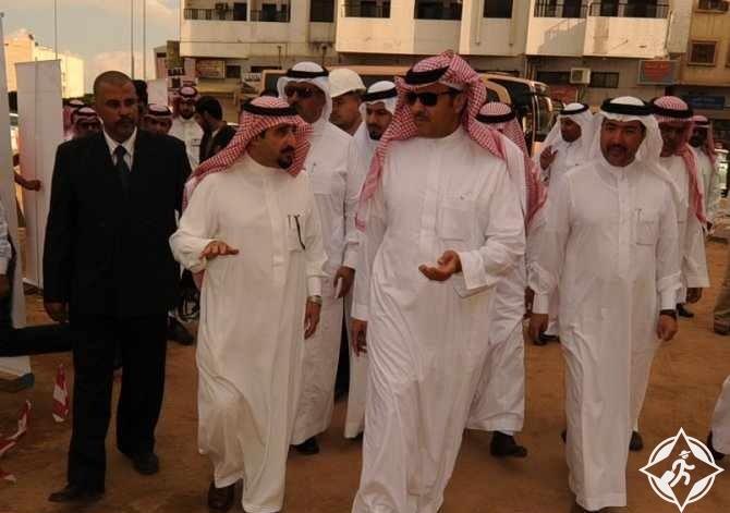 الأمير سلطان بن سلمان يستمع الى شرح مفصل من أمين الطائف