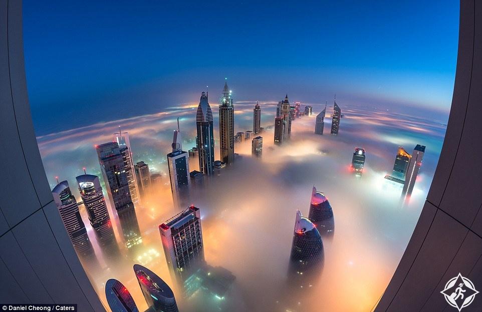 دبي ، صورة ليلية ناطحات سحاب