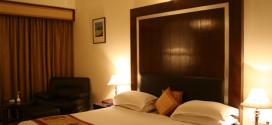 فندق بأبوظبي يدفع 30 ألف دولار لأوروبية بسبب سقوط رف خشبي على رأسها
