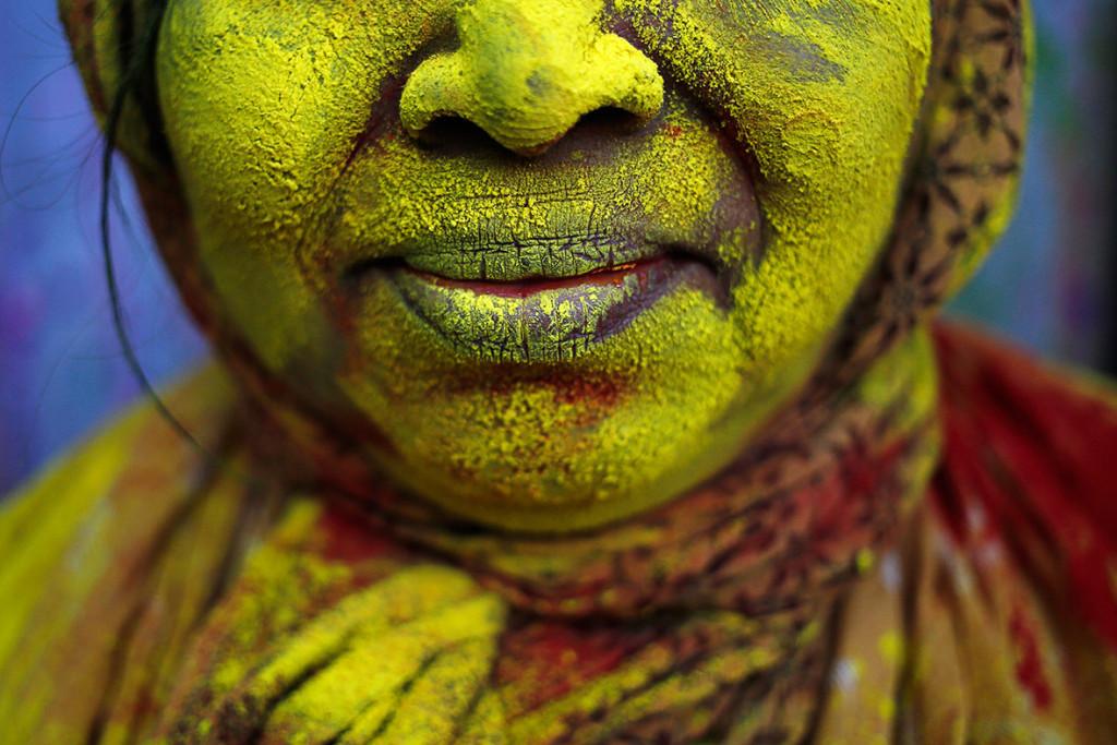 احتفالات هولي مهرجان الألوان في الهند