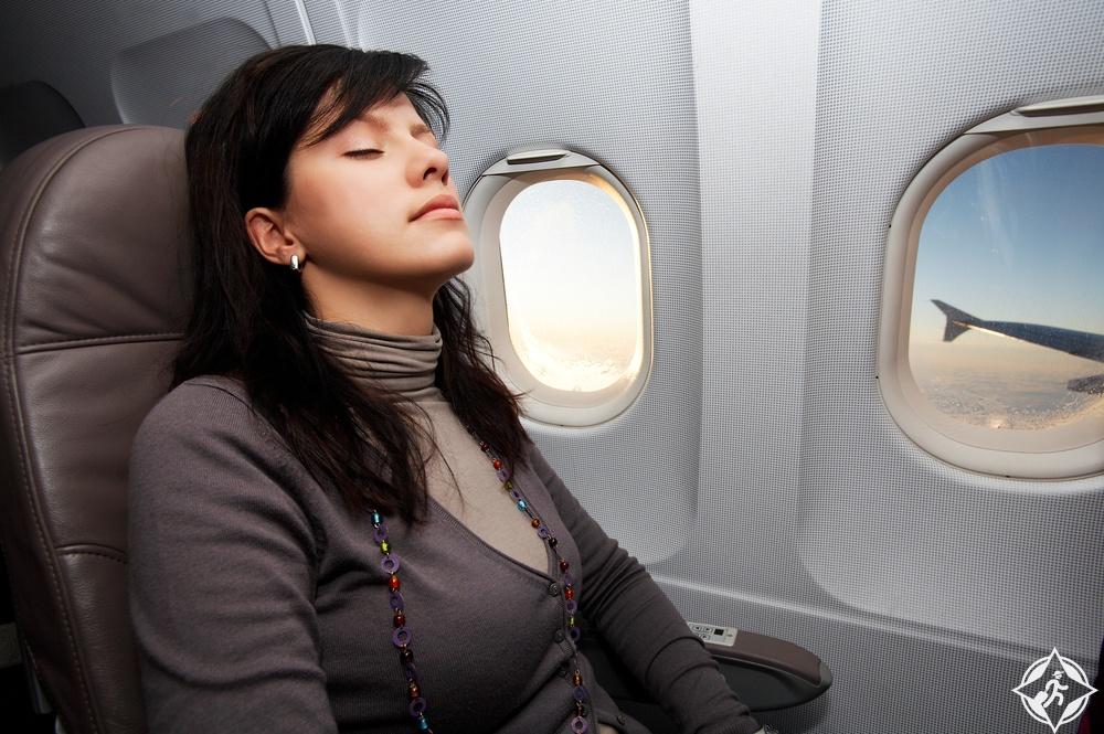 على الطائرة