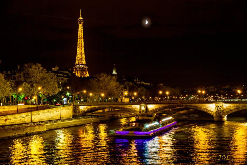 برج إيفل ليلا ونهر السين