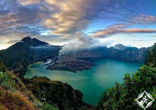 جبل رينجاني في جزيرة لومبوك أجمل جزر إندونيسيا
