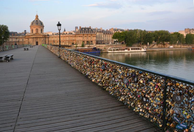 جسر الحب في باريس