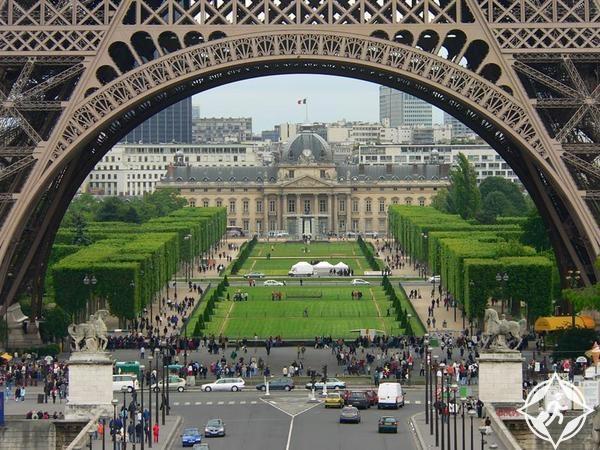 ساحة شامب دو مارس باريس