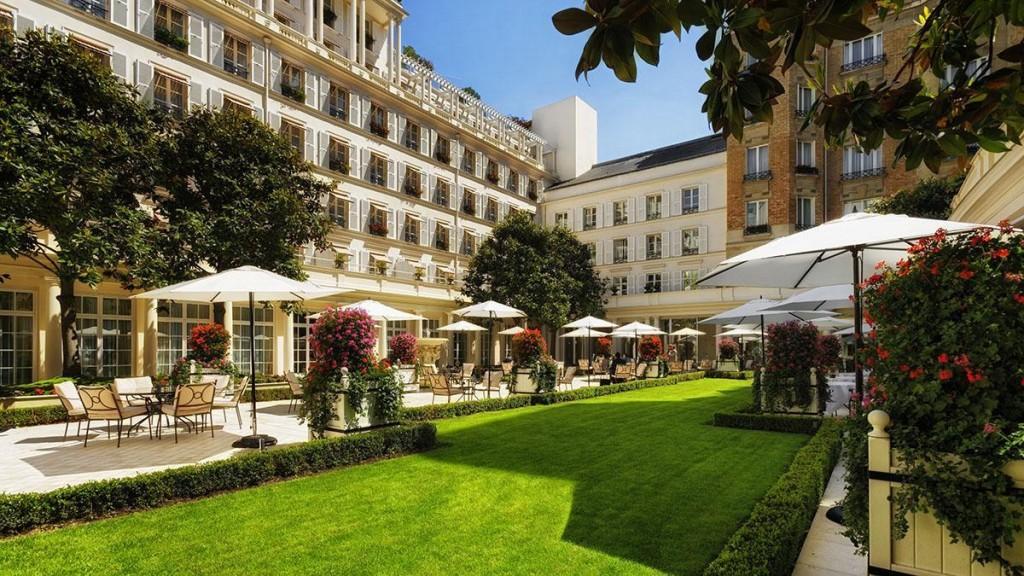 فنادق باريس الفاخرة فندق لو بريستول