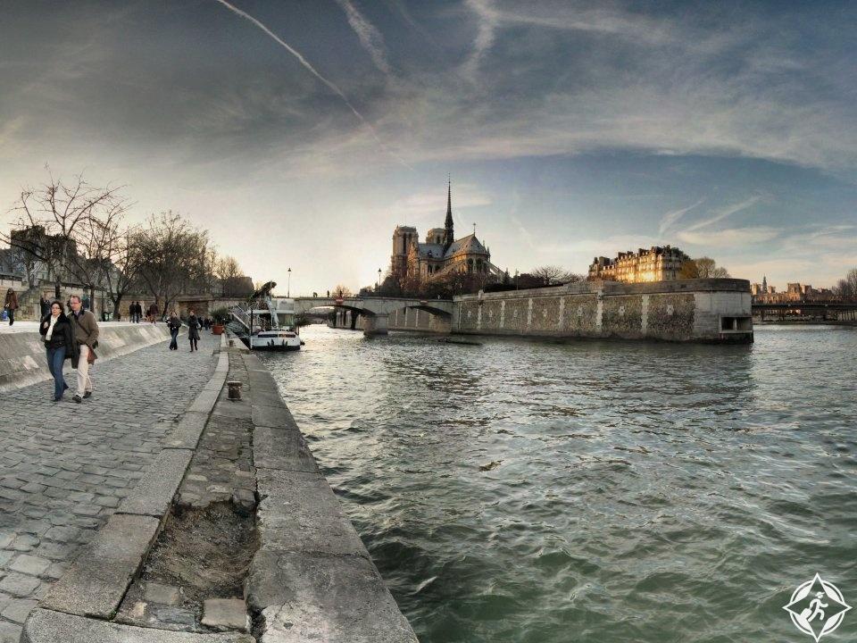 نهر السين باريس