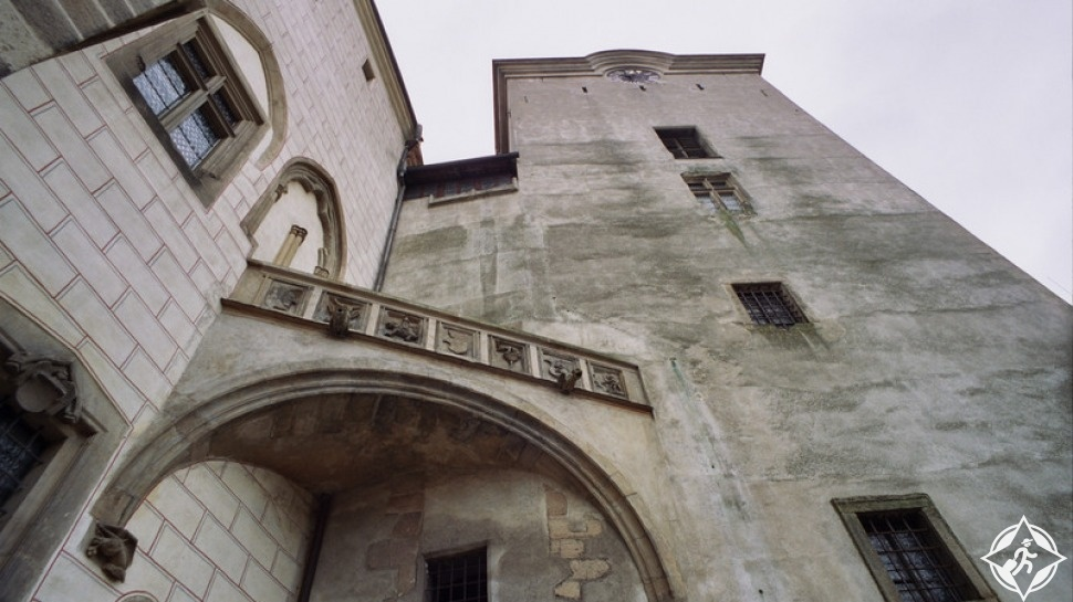 أسوار القلعة مازالت صامدة