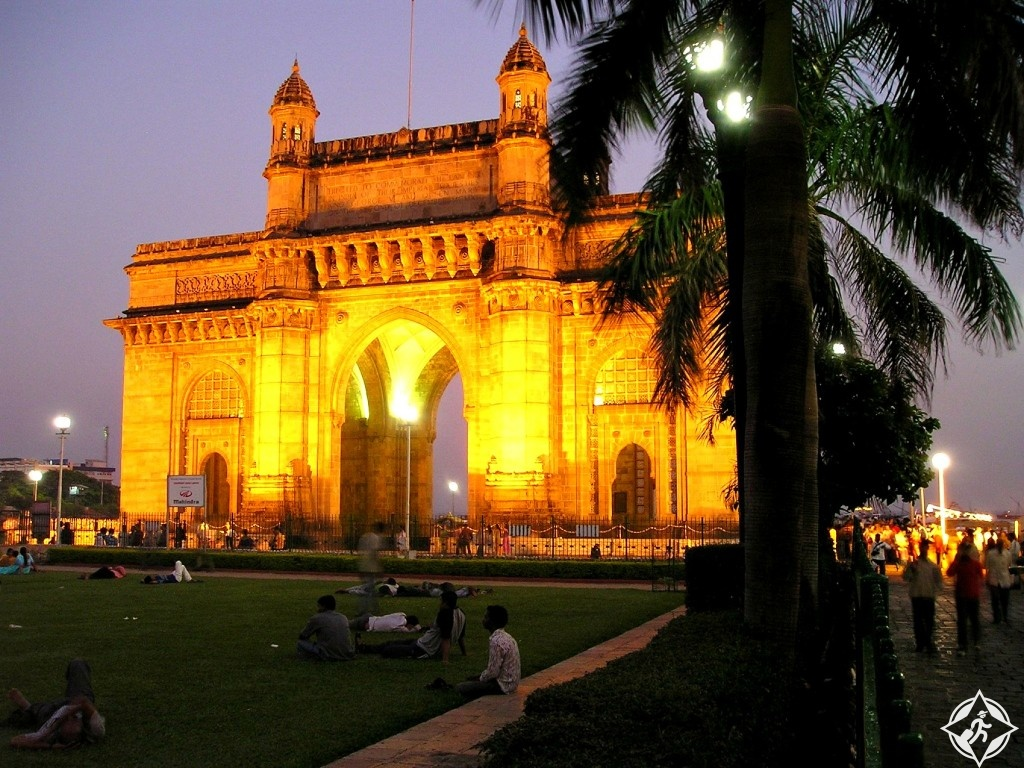 الحياة الليلية في مدينة مومباي