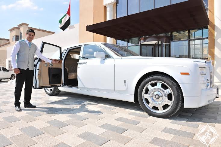 فنادق جنة في الإمارات تطلق خدمة توصيل نزلائها بسيارات رولز رويس