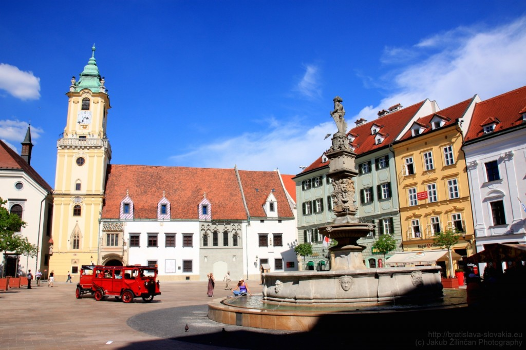ساحة وقاعة المدينة القديمة