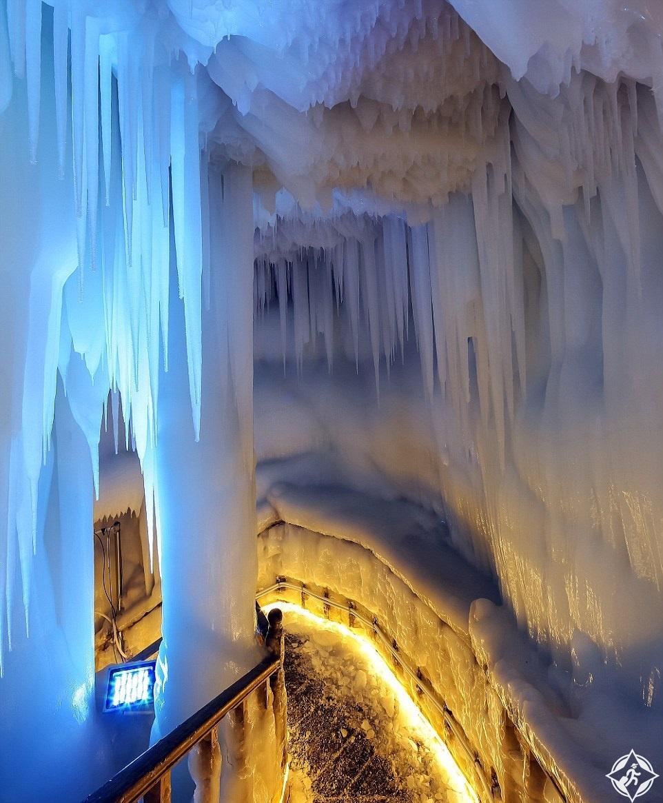 كهف الجليد2