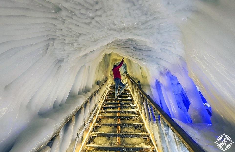 كهف الجليد6