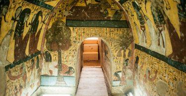 مقابر أثرية