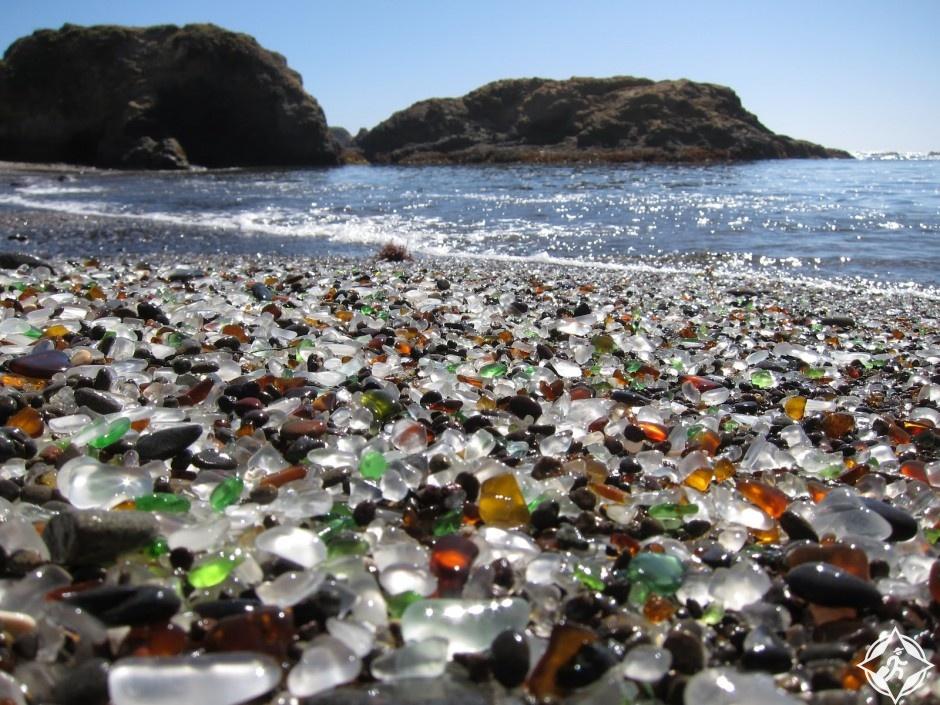 الشاطىء الزجاجي بكاليفورنيا