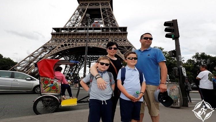 العائلة البريطانية الفائزة بالمبيت في برج إيفل