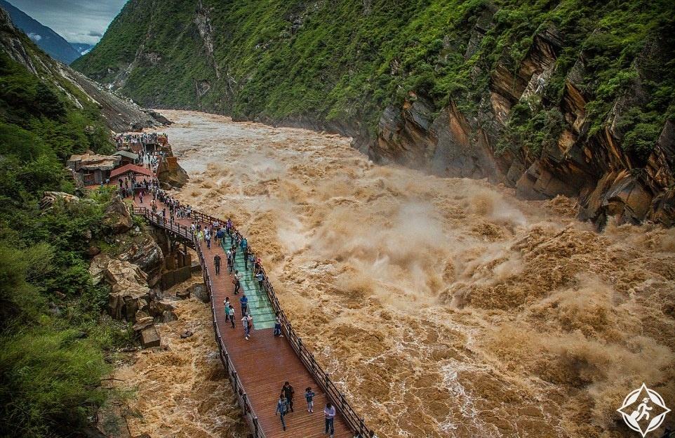 نهر جينشا في مضيق وثب النمر