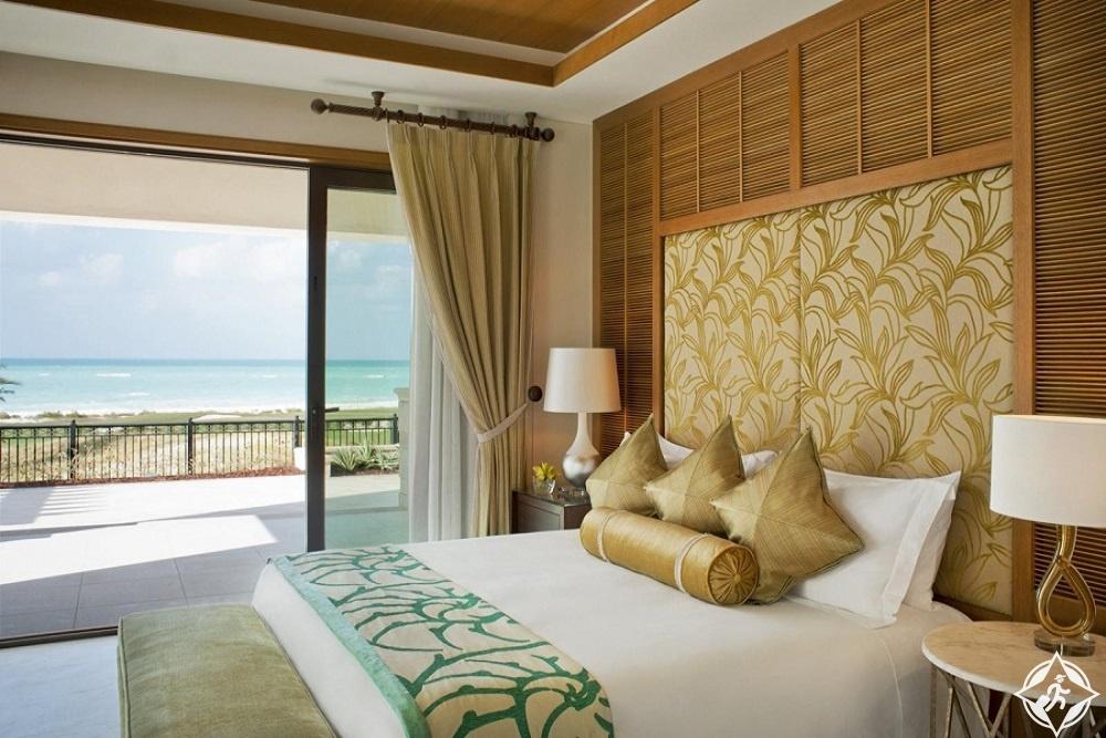الإمارات-أبوظبي-منتجع سانت ريجيس جزيرة السعديات-أفضل فنادق أبوظبي للعرسان