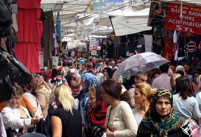 22505b22e اهلا بك عزيزي المسافر في أحد أرخص أماكن التسوق في اسطنبول، هنا في سوق  الفاتح الواقع في منطقة الفاتح التاريخية ستستمتع كثيرا بالتسوق وستقوم بصفقات  شراء ناجحة ...