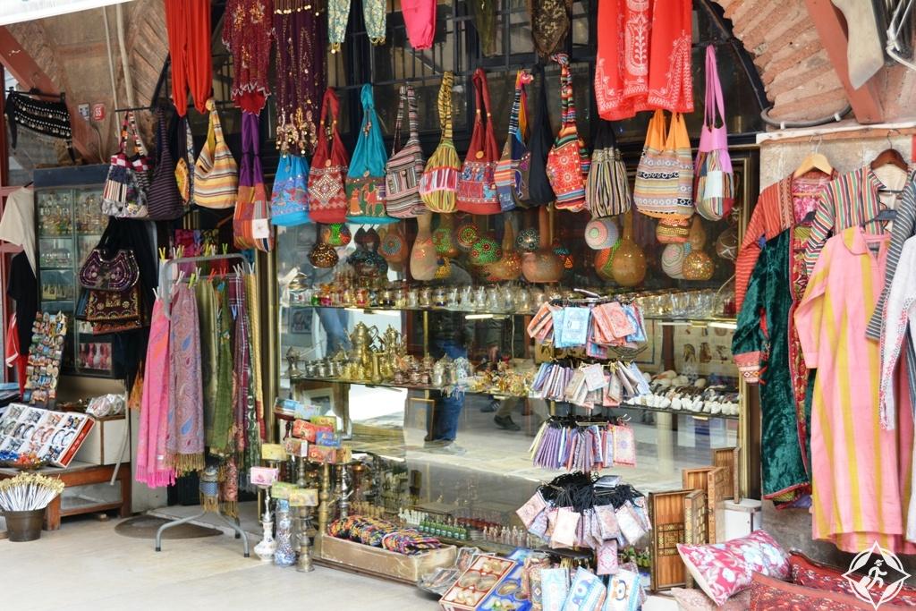 14ec38cb5 يقع هذا السوق بالقرب من سوق التوابل المصري، ويعد واحدا من أفضل أسواق تركيا  الشعبية، حيث يمنح الزائر الفرصة لشراء مجموعة متنوعة من المنتجات التركية  المحلية ...