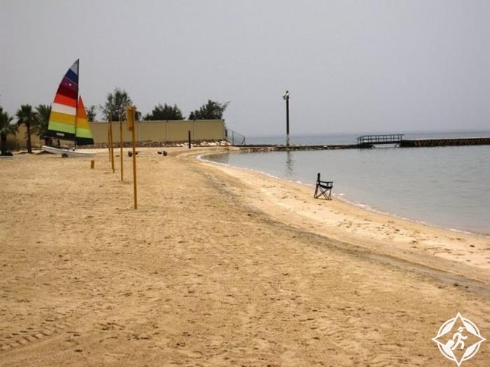 شاطئ نصف القمر أجمل شواطئ المنطقة الشرقية
