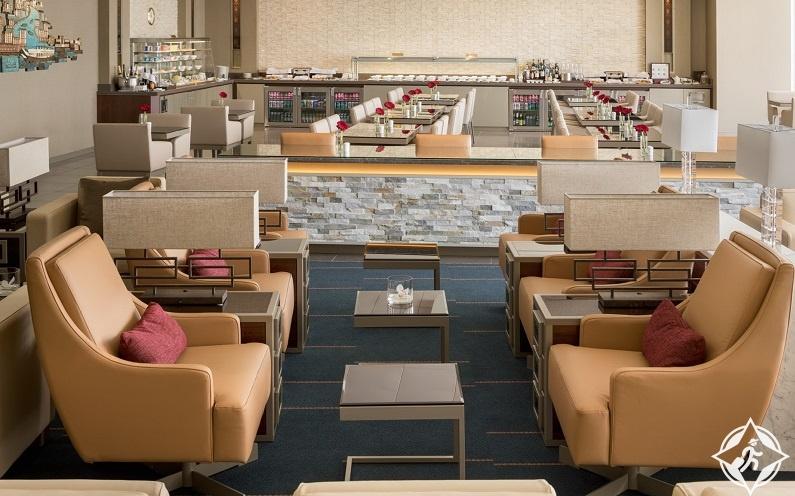 مطار بوسطن-صالة طيران الإمارات
