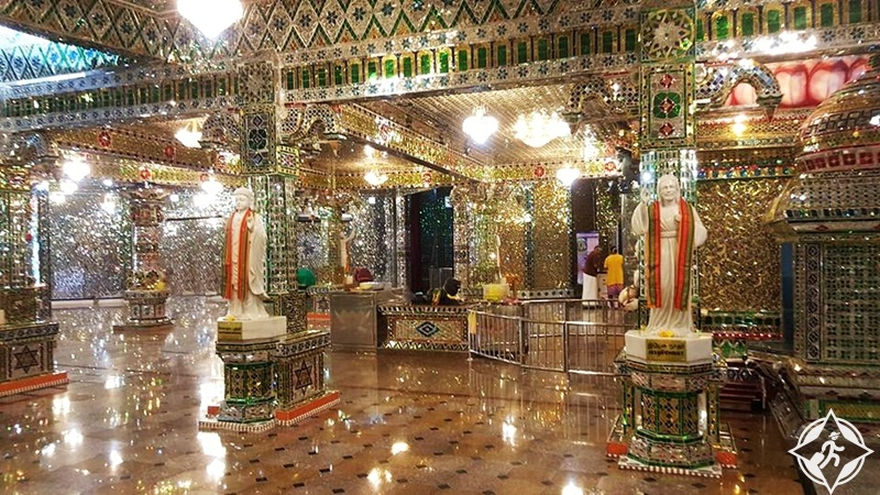 أماكن سياحية في جوهور - المعبد الزجاجي أرولميغو سري راجاكاليامان