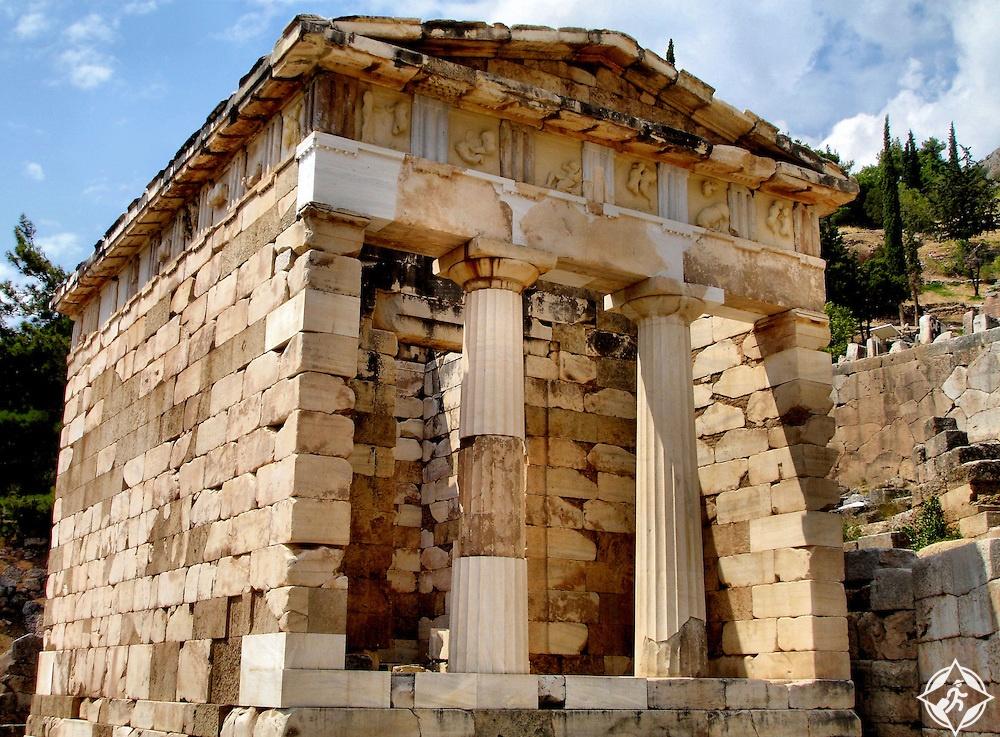 المعالم السياحية في دلفي - خزينة الأثينيين