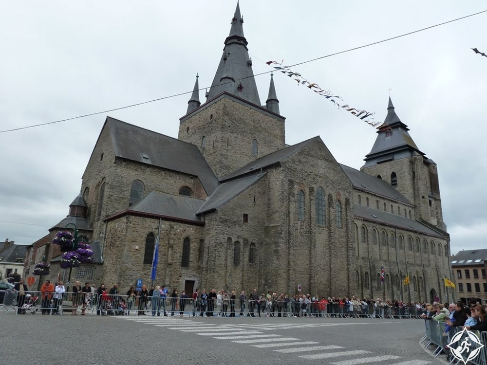 المعالم السياحية في مونس - كنيسة سانت فينسنت كوليجييت