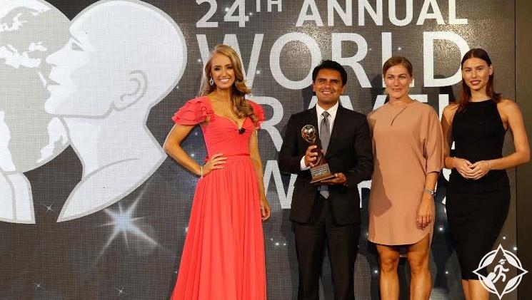 عالم فيراري أبوظبي جوائز السفر 2017