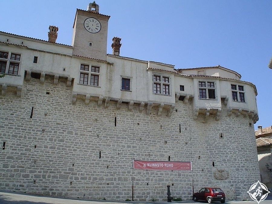إستريا - قلعة بازين