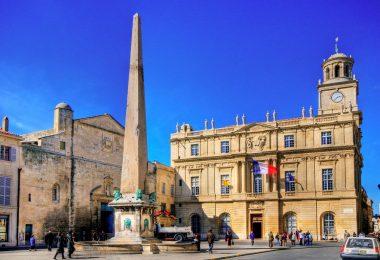 ساحة الجمهورية-المعالم السياحية في مدينة آرل الفرنسية