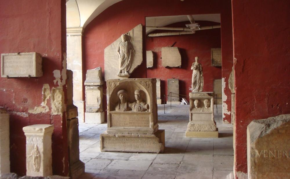 نيم - متحف الآثار