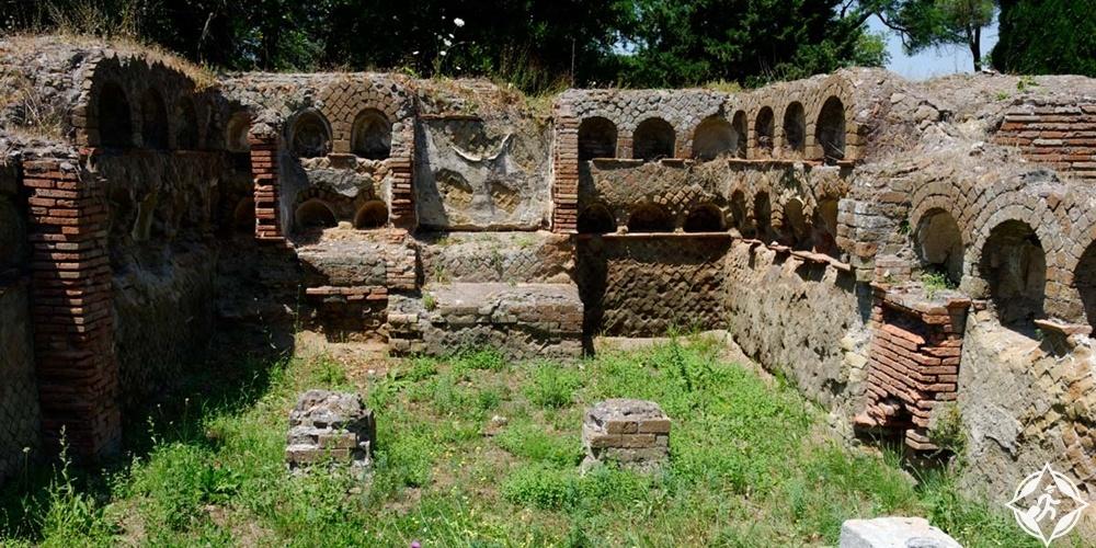 أوستيا - المقابر
