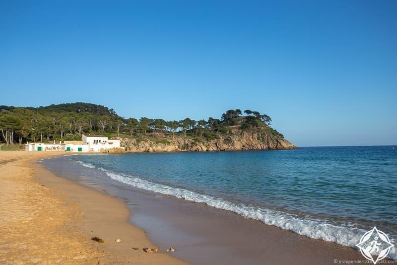 الشواطئ الرملية البيضاء بالاموس بالاموس.jpg