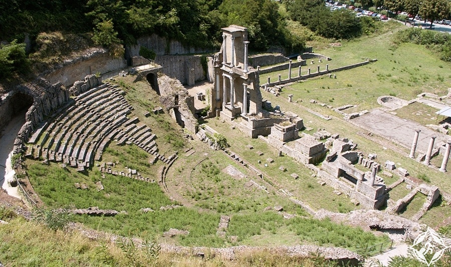 فولتيرا - المسرح الروماني