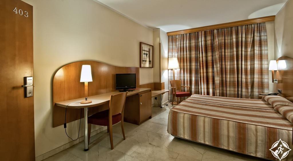 الفنادق في برشلونة - فندق أريستول - ساغرادا فاميليا